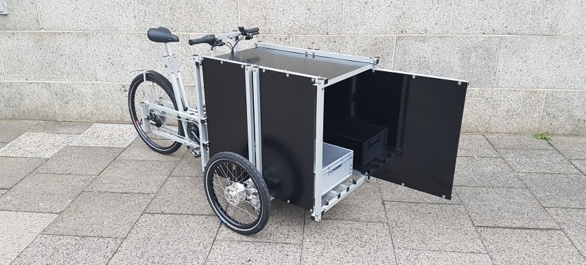 XYZ CARGO TRIKE with high Box and front door