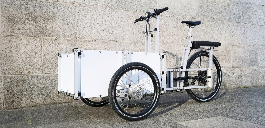 XYZ CARGO TRIKE - colored plates in white, black, yellow, red, etc